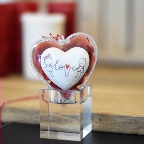 Szív - szerelem fonala 8 cm szívtartóban